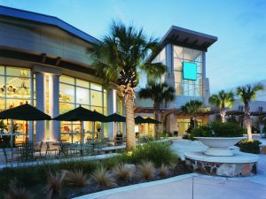 Four Advantages of Adding Landscape Lighting To Commercial Properties